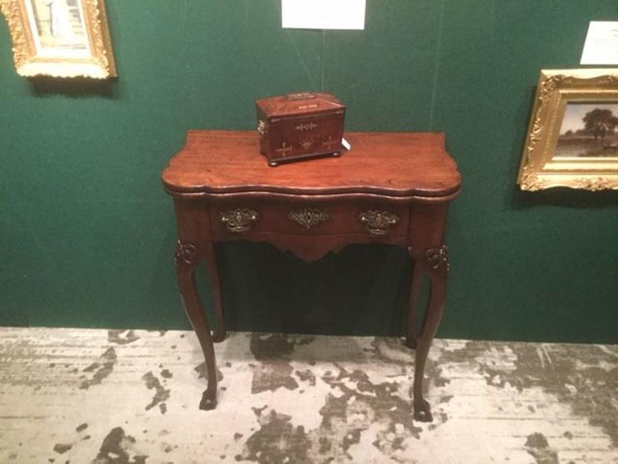 18th.c. Walnut Tea table in the Dutch style